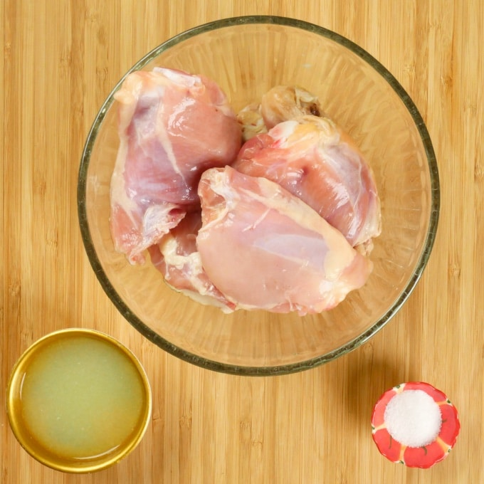 Chicken with the marinade ingredients: salt and lemon juice.